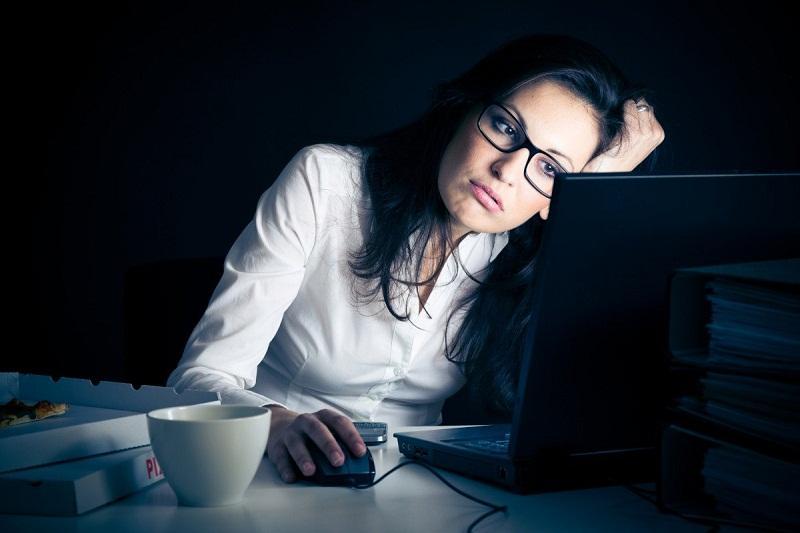 Lông nách hình thành nhiều do thức khuya