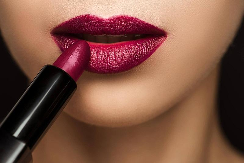 Son chứa chì có thể làm xỉn màu môi