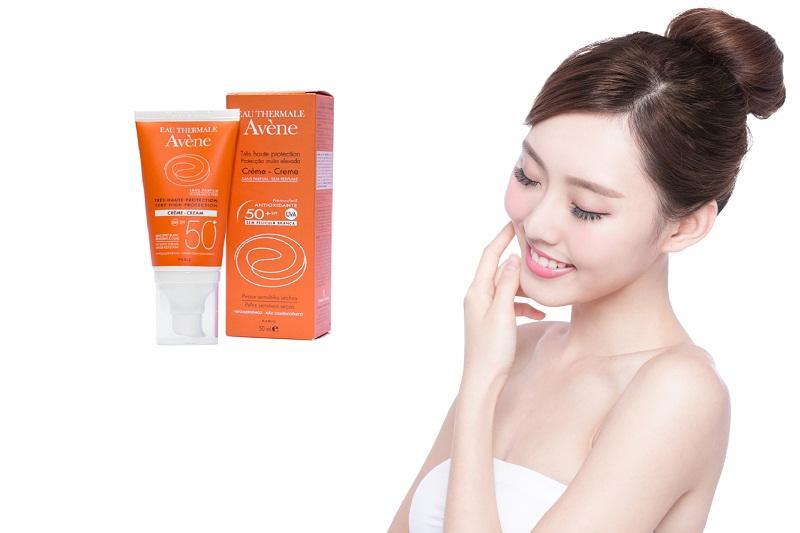 Sử dụng Avène Crème – Cream khỏi lo khô ráp da