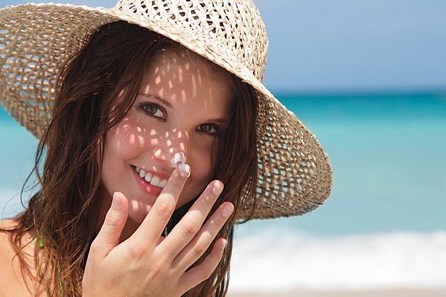 Sunplay Super Cool SPF 50+ PA+++ dưỡng da khỏe mạnh
