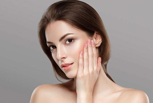 Phấn Nước Innisfree Long Wear Cover Cushion tạo một lớp mỏng trên bề mặt, giúp da căng bóng và mịn màng