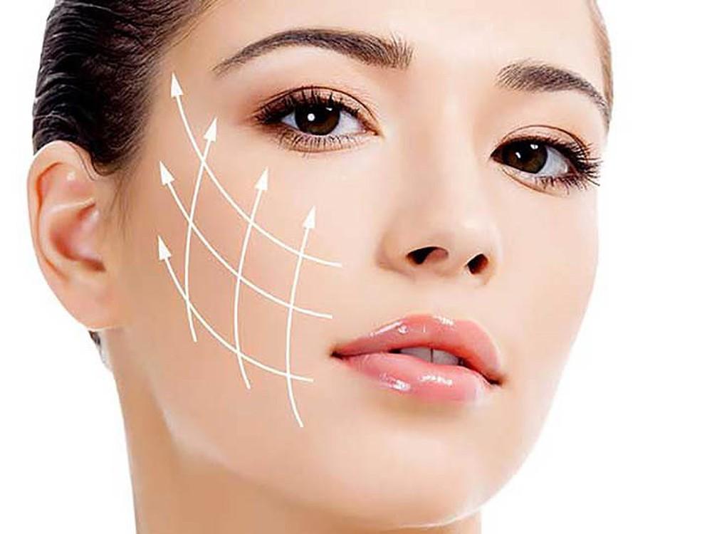 Xịt khoáng Evoluderm cung cấp độ ẩm cho da, giúp da mềm min hơn