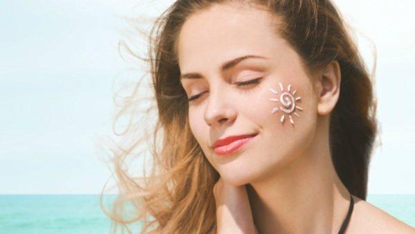 Có tác dụng chống nắng, bảo vệ da khỏi sự xâm hại của tia UVA - UVB,điều hòa bài tiết bã nhờn giúp da luôn được khô thoáng.