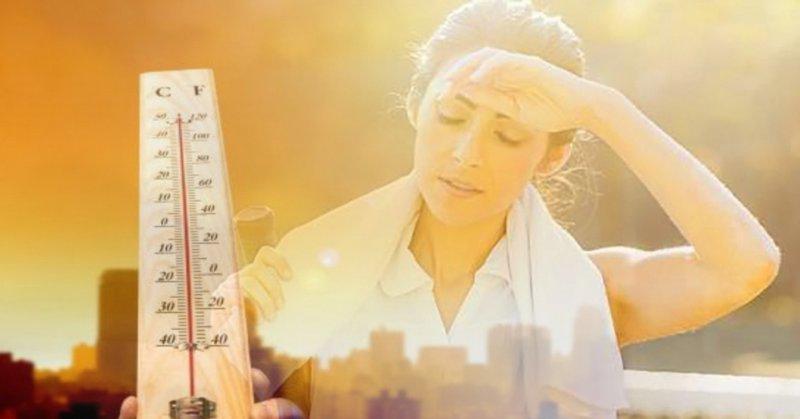 Da sẽ tiết ra nhiều dầu để cân bằng bảo vệ da trong thời tiết oi bức, nắng nóng