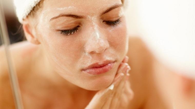 Rửa sạch mặt đúng cách