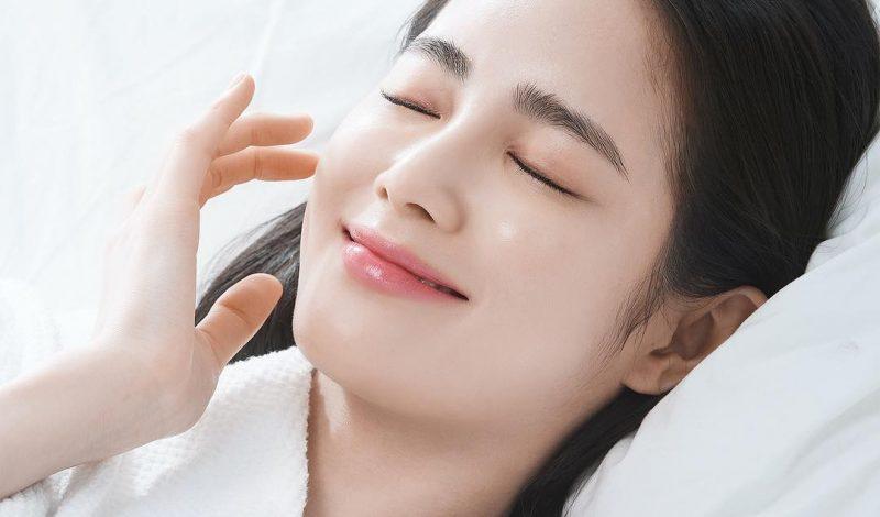 Nước hoa hồng giàu độ ẩm, ngăn ngừa lão hóa da giúp cân bằng độ ẩm cho da, se khít lỗ chân lông, hấp thu các chất nhờn dư thừa mang lại làn da sạch sẽ, mịn màng.