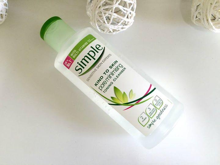 Nước hoa hồng Simple Pore Minimising Toning Cleanser