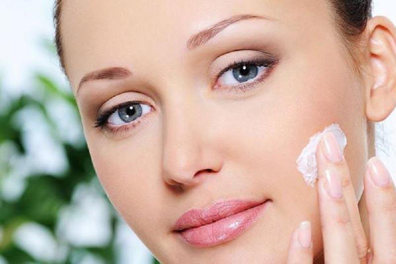 Dùng kem dưỡng da vào mỗi tối trước khi đi ngủ.