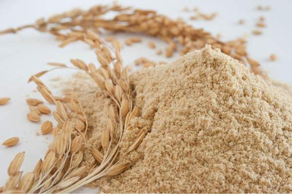 Trị mụn ẩn bằng cám gạo