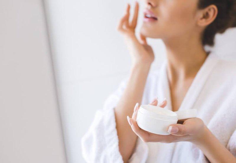 Review 6 loại kem nền cho da dầu da mụn giúp chị em che mọi khuyết điểm 2021 10