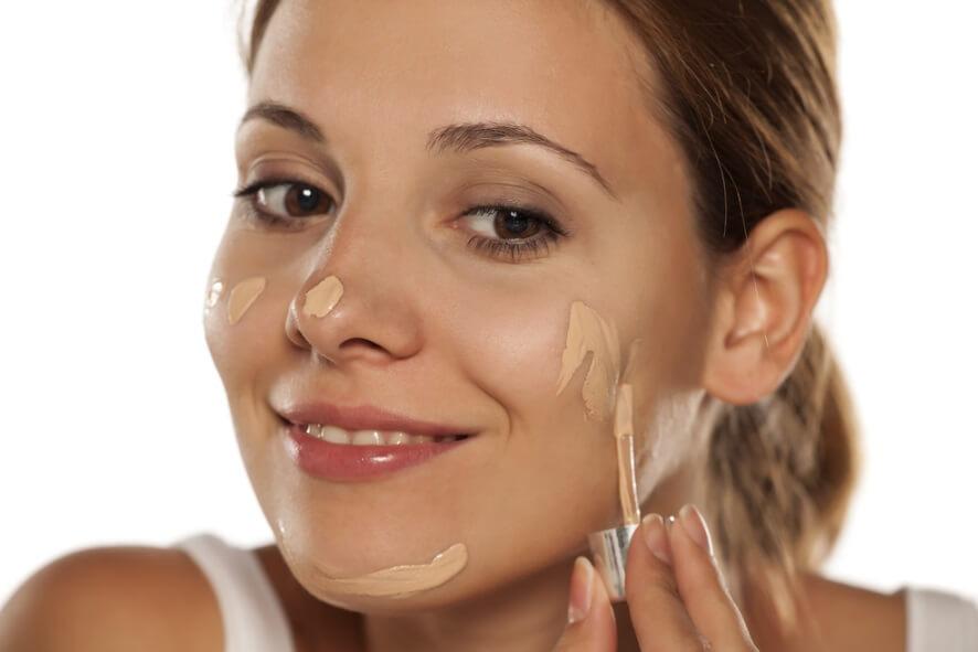 Review 6 loại kem nền cho da dầu da mụn giúp chị em che mọi khuyết điểm 2021 8