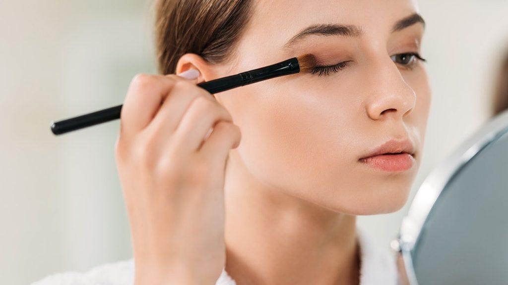 Phấn mắt sở hữu nhiều công dụng không nên bỏ lỡ trong trang điểm