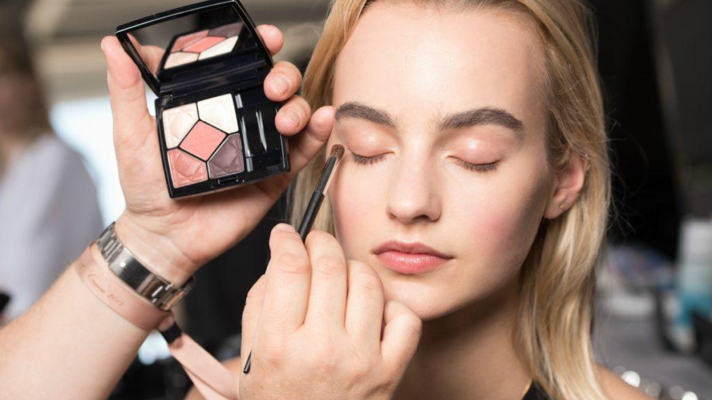 Sử dụng đúng màu phấn mắt để hiệu ứng trang điểm mang lại cao nhất