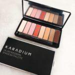 Phấn mắt Karadium Glam Modern Shadow Palette sở hữu chất phấn mịn mượt