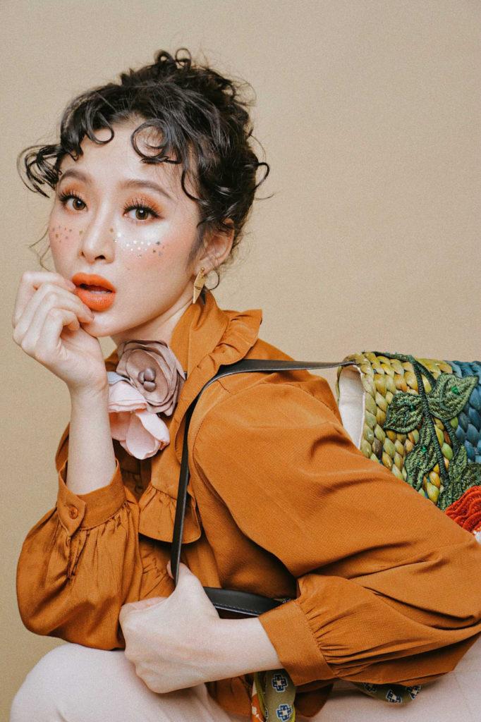 Vẻ đẹp long lanh lấp lánh của diễn viên Angela Phương Trinh với phấn mắt nhũ kim tuyến
