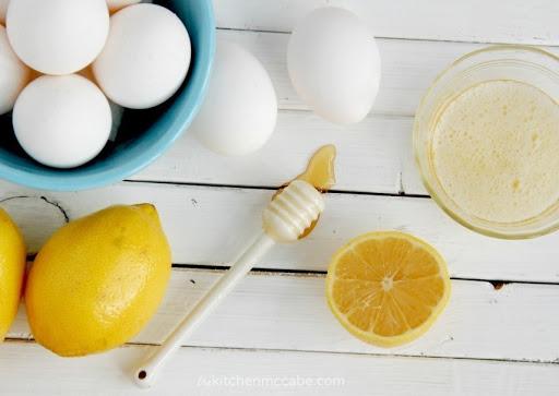 Tắm trắng bằng sữa chua, trứng và chanh