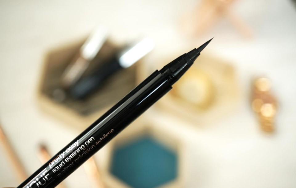 Review 5 cây bút kẻ mắt nước tốt nhất, lâu trôi và an toàn cho mắt 6