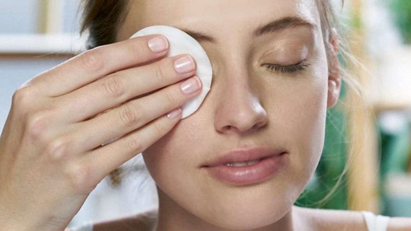 Hướng dẫn cách sử dụng nước tẩy trang cho da dầu đúng cách