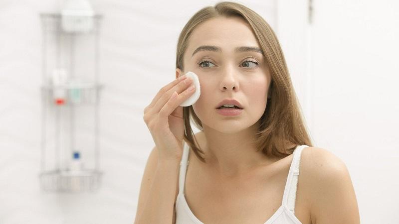 Tại sao nên sử dụng nước tẩy trang cho da dầu