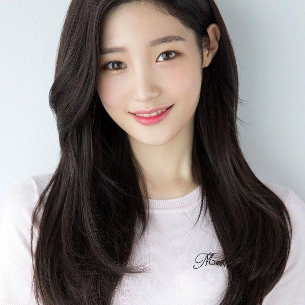 Mặt trái xoan là gương mặt phù hợp với nhiều kiểu tóc và màu tóc