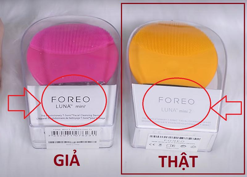 Vỏ ngoài của máy rửa mặt Foreo in nhãn thương hiệu rất đậm