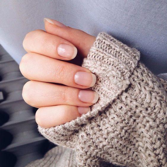 Bổ sung chất làm chắc móng sẽ làm sáng bóng tự nhiên cũng giúp móng tay không bị yếu hoặc dễ gãy