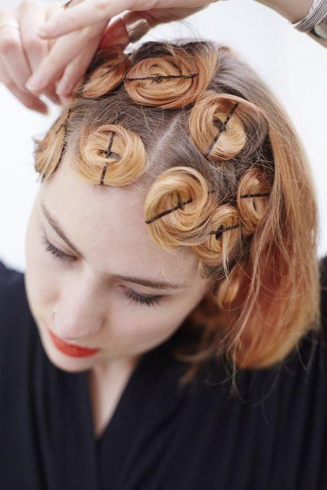 Sau khi uốn kẹp tóc và giữ một lúc giúp tóc được giữ nếp lâu hơn