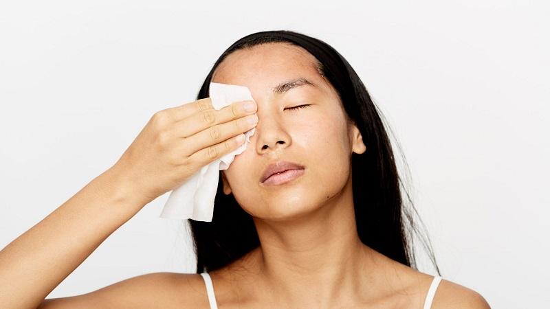 Cách sử dụng khăn ướt tẩy trang