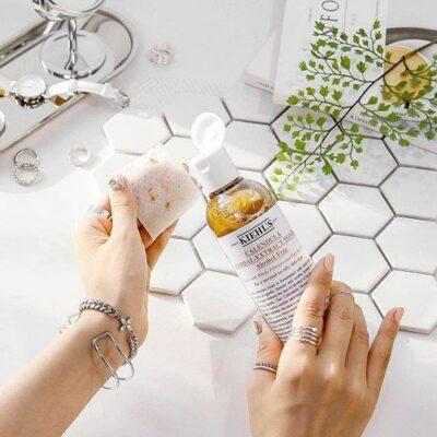 Review nước cân bằng hoa cúc Kiehl's Calendula Herbal Extract Alcohol-Free Toner