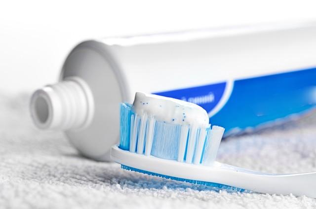 Kem đánh răng giúp xóa sạch các vế ố vàng
