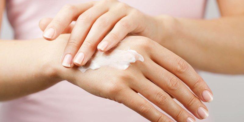 Chất làm mềm thường có trong các loại kem dưỡng ẩm