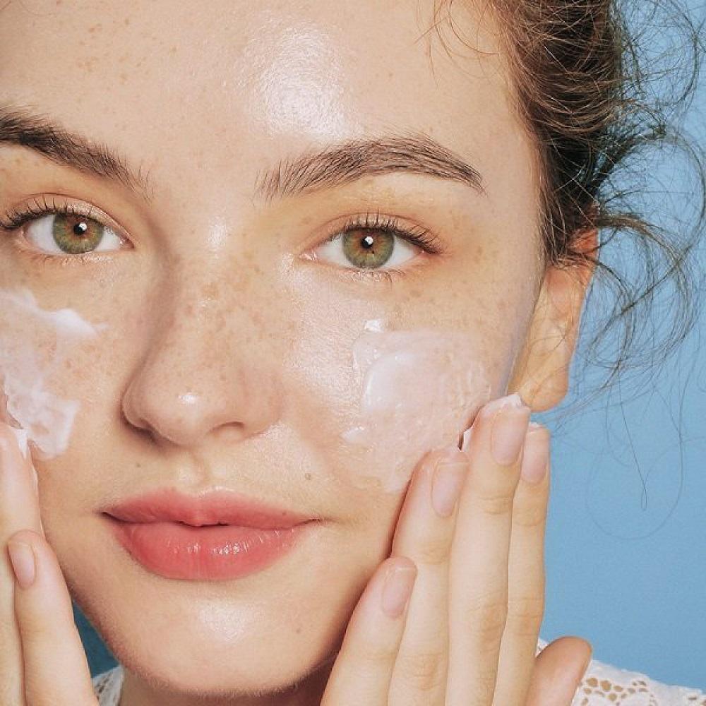 Glycerin làm sạch đi lớp bụi bẩn trên da nhưng không làm da mất đi độ ẩm vốn có
