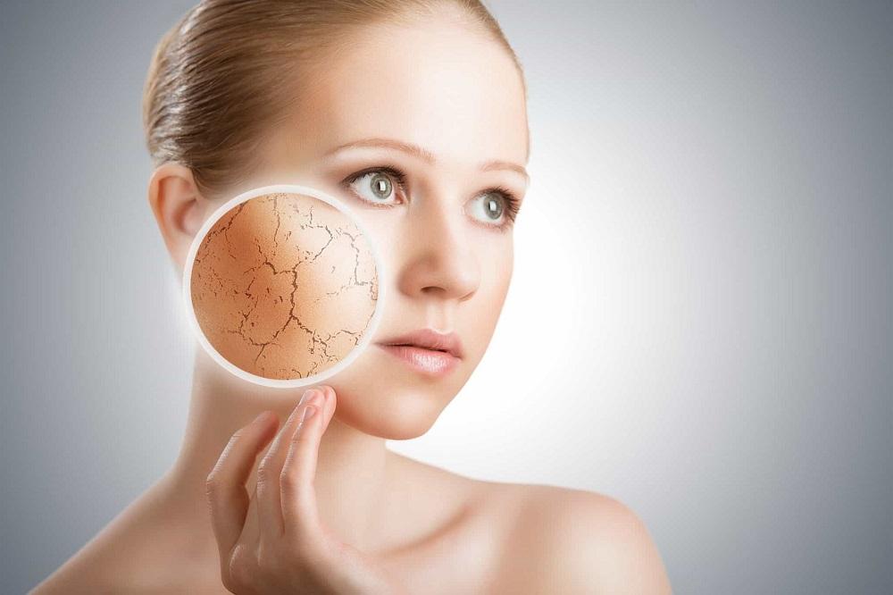 Ưu điểm nổi trội nhất của hyaluronic acid chính là giữ ẩm cho da