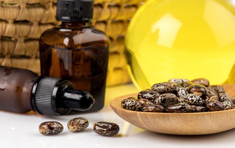 Dầu thầu dầu cũng giúp trị mụn nhọt ở chân hiệu quả